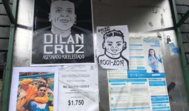 Compañeros de Dilan Cruz lo recuerdan en su colegio.