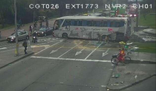 Accidente de bus en la Calle 127 con Av. Boyacá