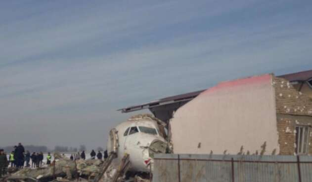 Avión accidentado en Kazajistán