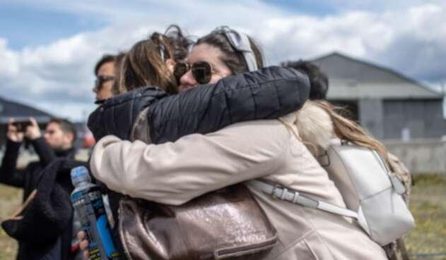 Familiares de víctimas de accidente de avión chileno rumbo a Antártida.