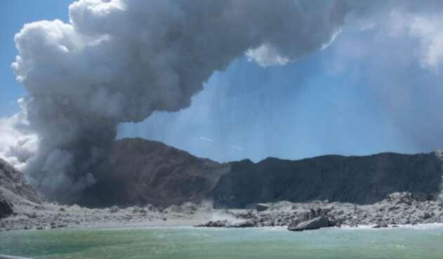 Erupción de volcán en Nueva Zelanda