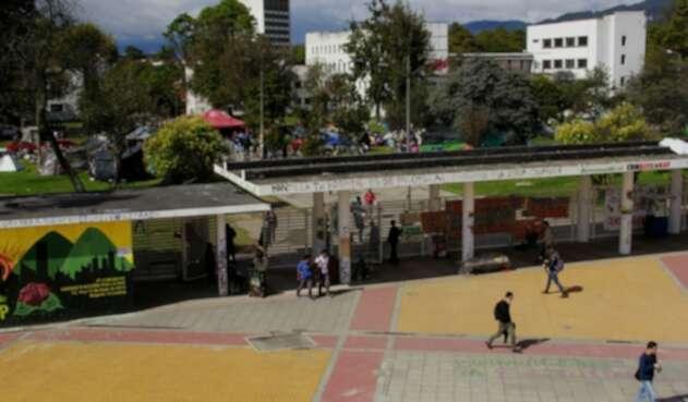 Universidad Nacional en Bogotá. Entrada de la calle 26.