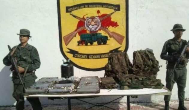 Explosivos que la FANB dice haber incautado en frontera con Colombia