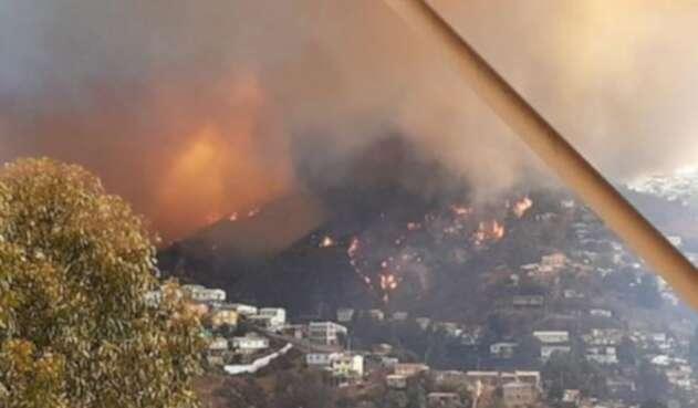 Incendio en cerro de Valparaíso, Chile
