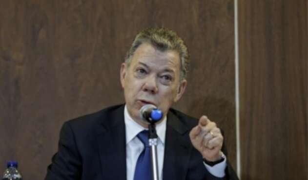Juan Manuel Santos en el CNE
