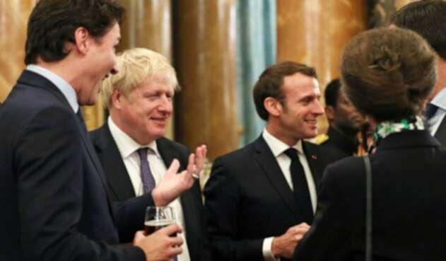 Primer ministro británico, Boris Johnson junto al presidente francés, Emmanuel Macron.
