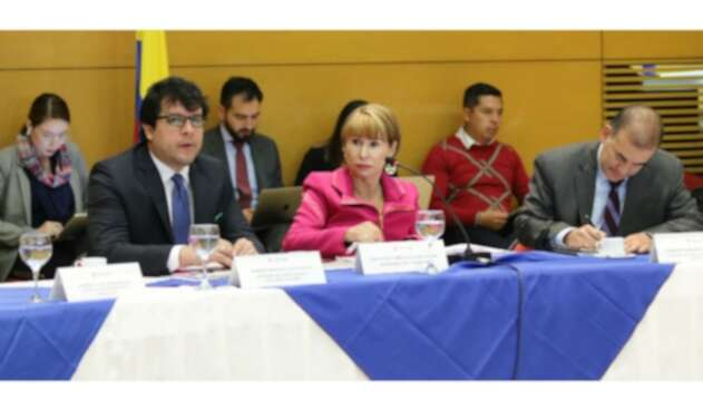 Ministra de Trabajo, Alicia Arango en mesa de concertación del salario mínimo de 2020