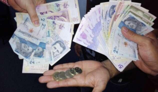 El gobierno nacional ha ofrecido un incremento salarial del 5%, las centrales obreras exigen el 12%