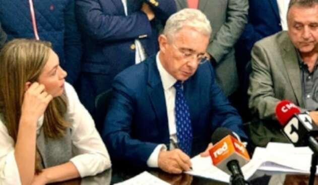 Senador, Álvaro Uribe Vélez, radicó tres nuevos proyectos de Ley