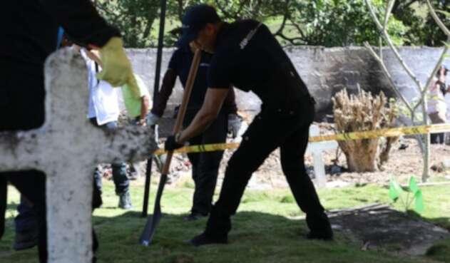 Exhumación de restos en cementerio de Dabeiba, Antioquia.