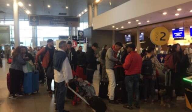 Pasajeros en el aeropuerto El Dorado