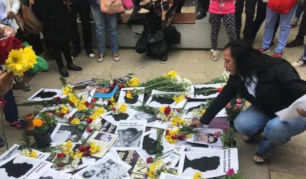 Familiares de muertos en combate y falsos positivos claman por los restos de sus seres queridos