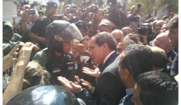 Guaidó y Guardia venezolana
