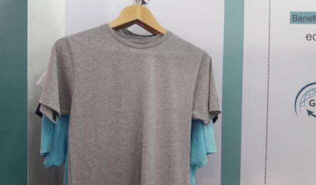 Camisetas con insumos reciclables.