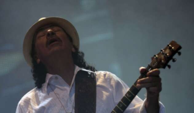 El artista Carlos Santana.