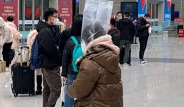 Improvisadas tácticas de los chinos para evitar el coronavirus