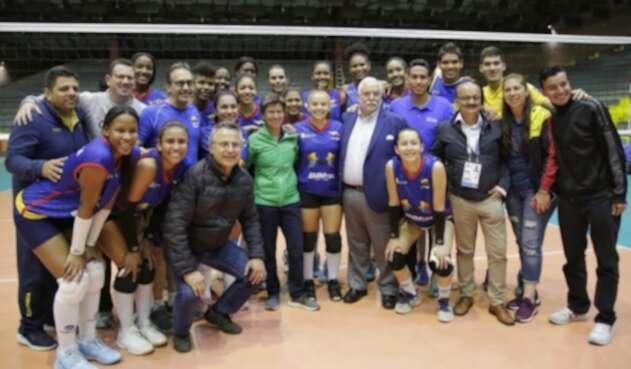 Alcaldesa Claudia López y Selección Femenina de Voleibol