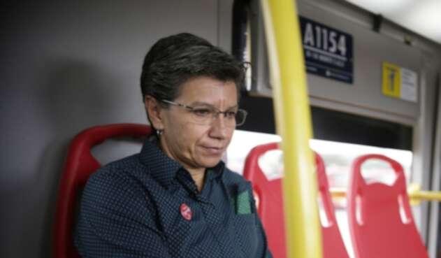 Claudia López en Transmilenio