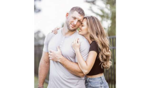 Demi-Leigh Nel-Peters y Tim Tebow