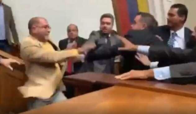 Enfrentamientos entre diputados