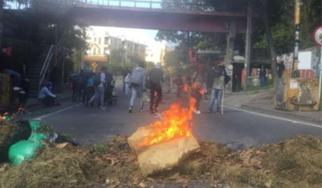 Encapuchados queman pasto en la Circunvalar