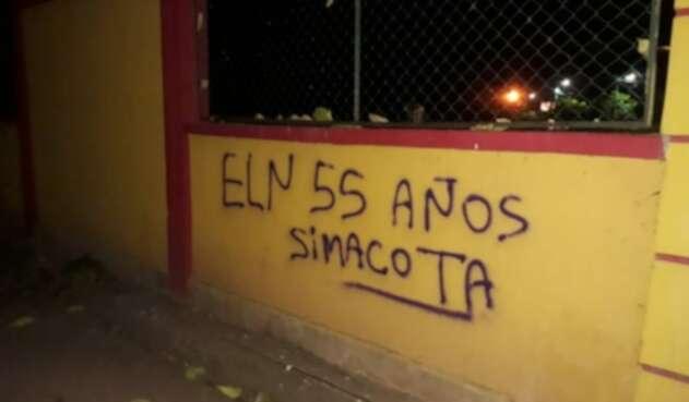 Grafitis del ELN en la sede de la Universidad de La Guajira