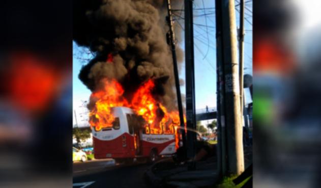 Bus sitp provisional se incendió