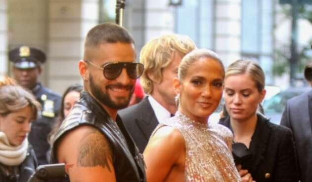 Maluma y Jennifer Lopez en el rodaje de la película 'Marry Me'.