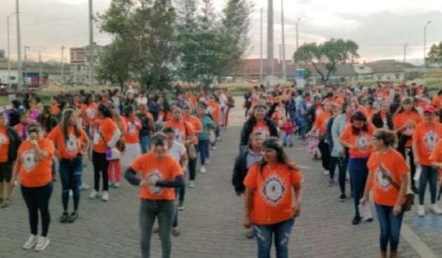 Líderes campesinas protestaron por la violencia en su contra, con el performance 'Un violador en tu camino'