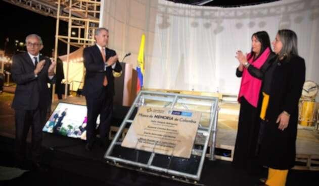 El presidente Iván Duque puso la primera piedra del Museo de Memoria de Colombia.