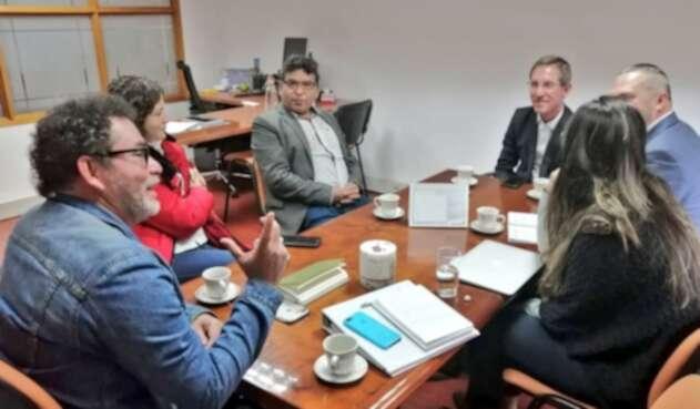 Pastor Alape en reunión con el Consejero Presidencial para la Estabilización