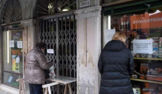 Por llegada de coronavirus a Italia cerraron establecimientos