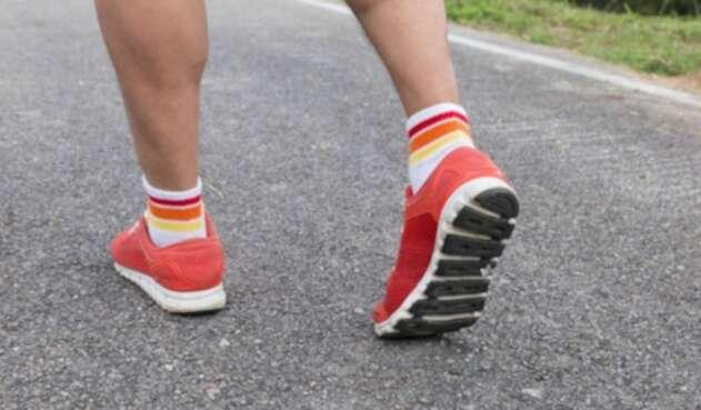 Hombre trotando /ejercicio / corriendo