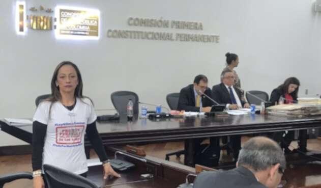Johana Salamanca Jiménez hija de Gilma Jiménez en el Congreso de la República