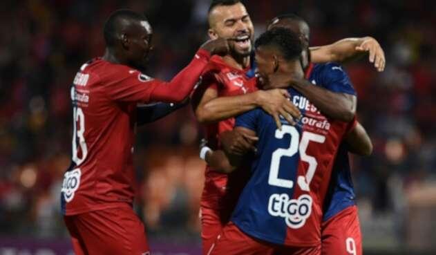 Jugadores del Medellín celebran triunfo sobre Táchira