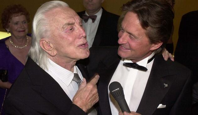 Kirk Douglas y Michael Douglas en 2001