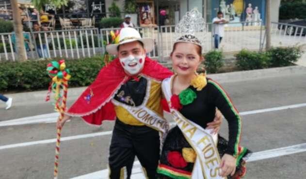 Los reyes del Carnaval Fides disfrutaron de su desfile.