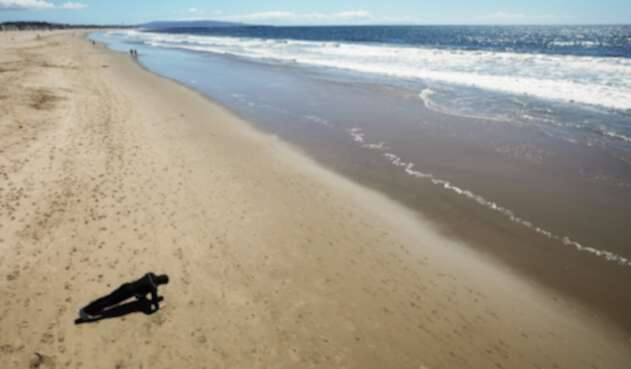 Playa desolada en California por Coronavirus