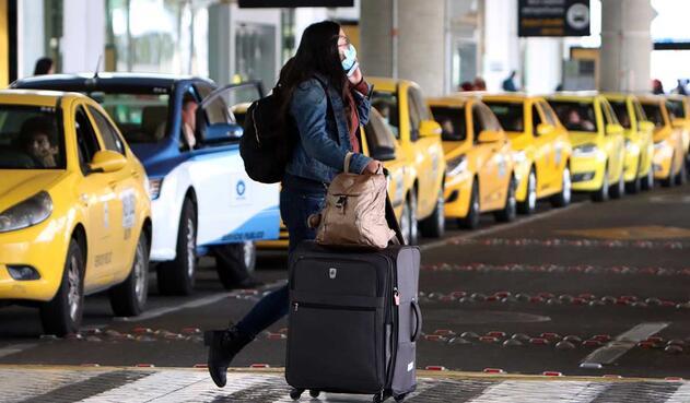 Colombia prohibirá los vuelos internacionales de pasajeros partir del lunes por un período de 30 días