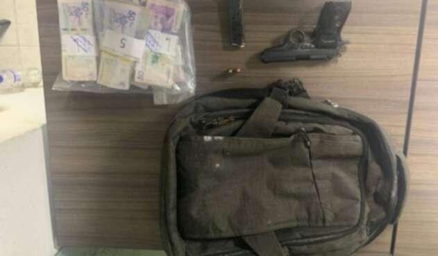 Dinero y arma incautados a director de ICBF en Sucre
