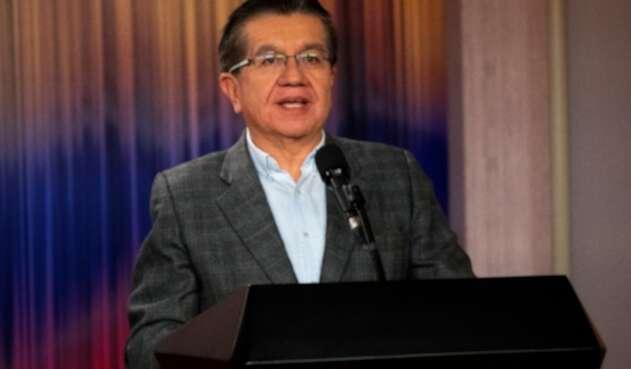 Fernando Ruíz, ministro de Salud