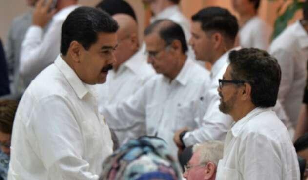 Nicolás Maduro junto a Iván Márquez