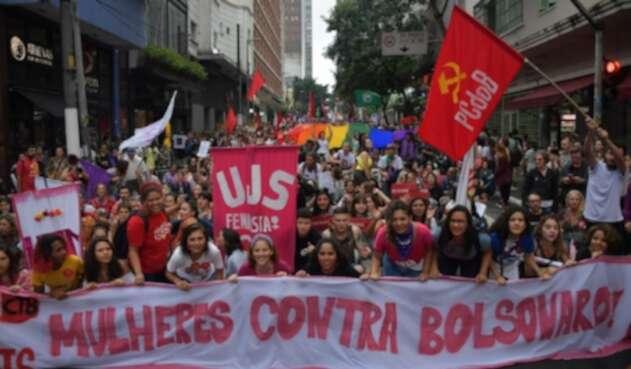 Mujeres protestan en Brasil