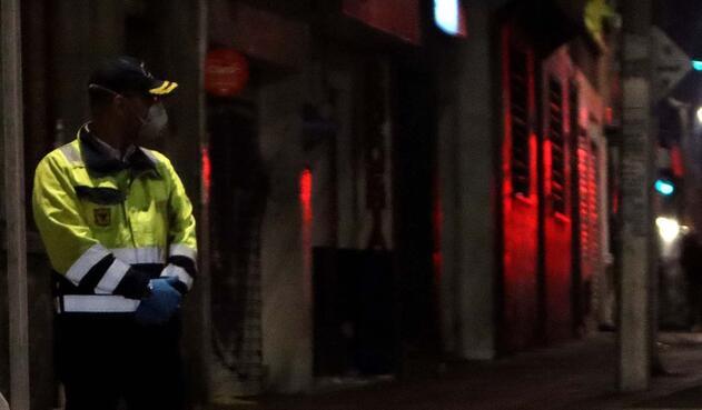 Héroes anónimos en la cuarentena: Los vigilantes