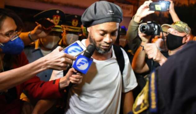 Ronaldinho salió de la cárcel en Paraguay