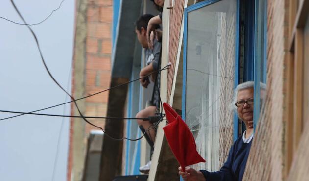 Hasta los trapos rojos suplicando por ayuda se han visto en varias viviendas del sur de la ciudad.