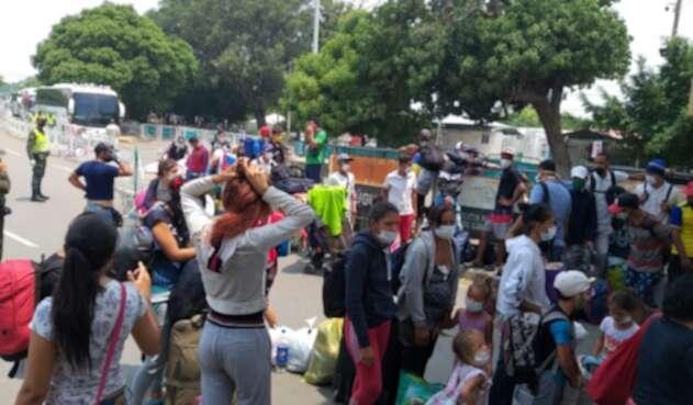 Venezolanos en la frontera entre Colombia y Venezuela