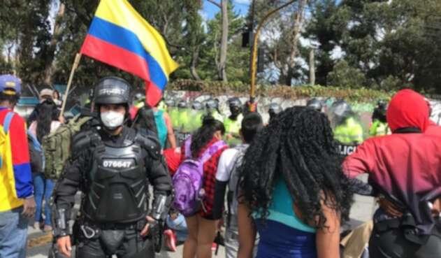 Ciudadanos violando cuarentena para pedir ayudas humanitarias