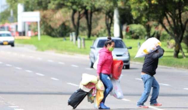 Venezolanos varados en Bogotá que piden regresar a su país.