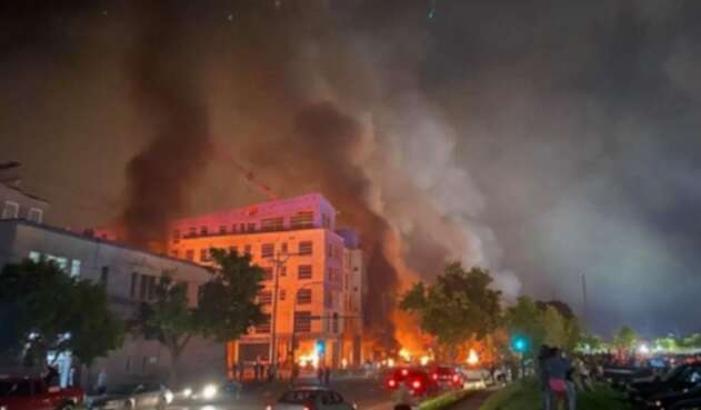 Incendian una comisaría en EE.UU